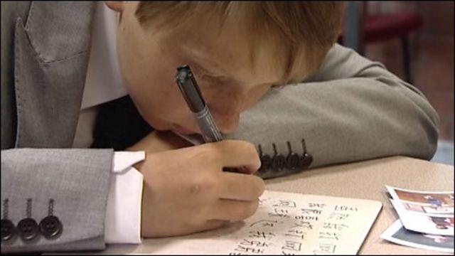юные британцы усердно учат китайский язык