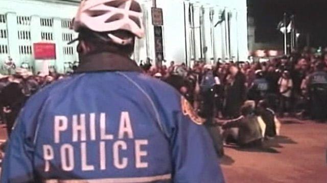 Протестующие на Бруклинском мосту в Нью-Йорке