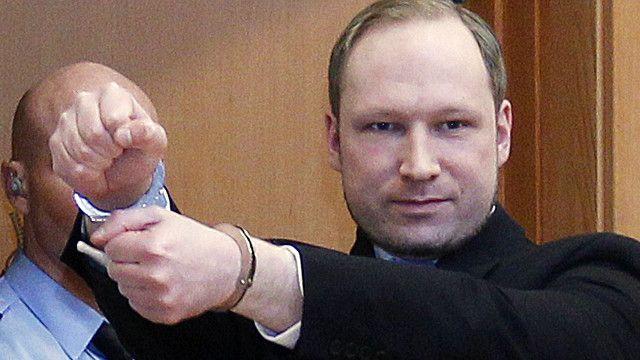 Андерс Брейвик во время судебного заседания