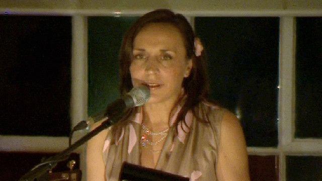 المغنية والملحنة الشهيرة سارة واريك