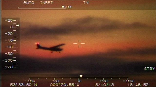 John Wildey tenta pousar avião   Foto: BBC