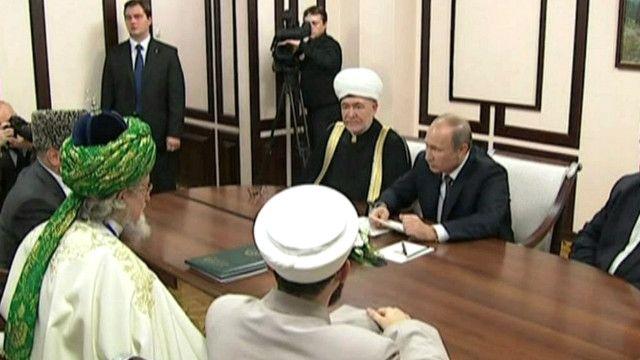 فلاديمير بوتين في اجتمتع مع رجال دين مسلمين