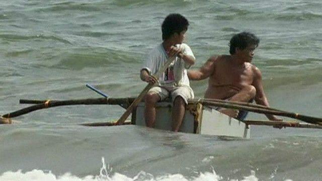 Barco-geladeira usado em tufão. Foto: reprodução de vídeo