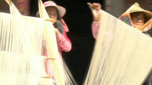 صناعة المعكرونة يدويا في تايوان