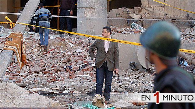 Destrucción causada por un atentado en El Cairo