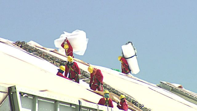 Operários na Arena da Amazônia | Foto: BBC