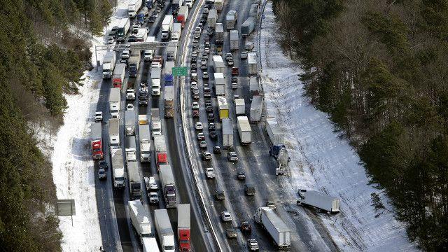 Vehículos varados en carretera de Atlanta