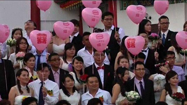 عرس جماعي احتفالا بعيد الحب