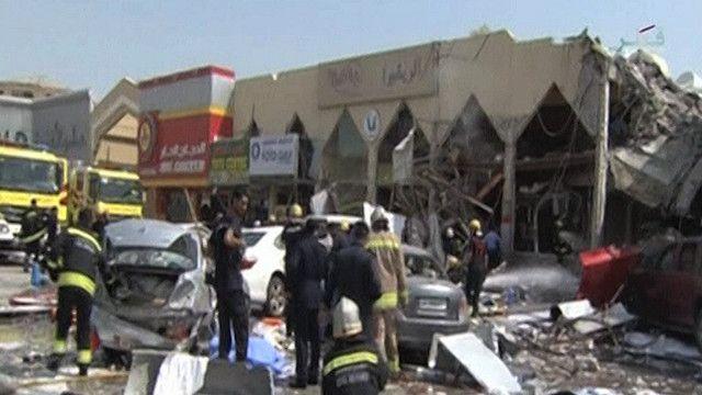 """اثار الانفجار على مطعم مركز """"لاندمارك"""""""