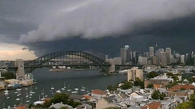 Nuvens invadiram baía de Sydney e trouxeram a tempestade (BBC)