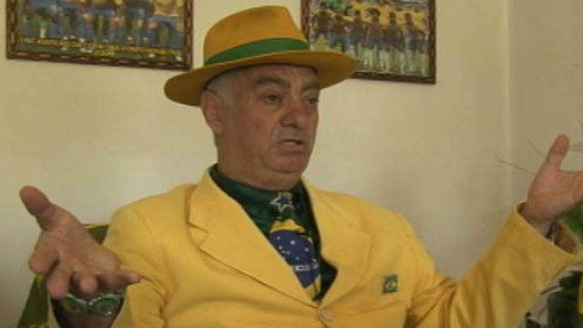Nélson Paviotti é torcedor fanático da seleção brasileira / Crédito: BBC
