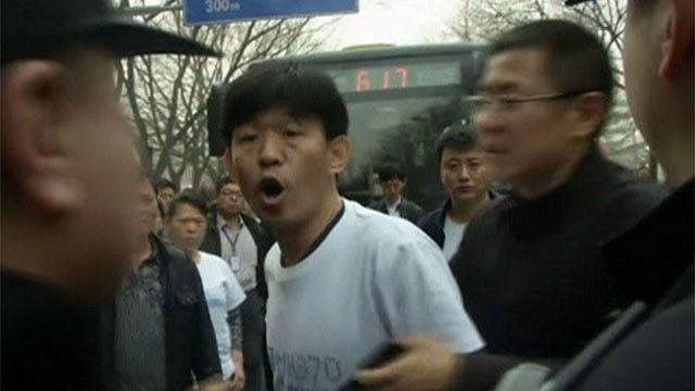 Protesta frente a embajada de Malasia en China