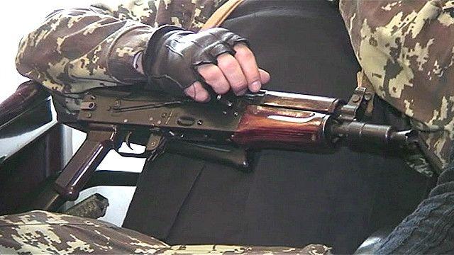 Защитники Майдана не расстаются с оружием