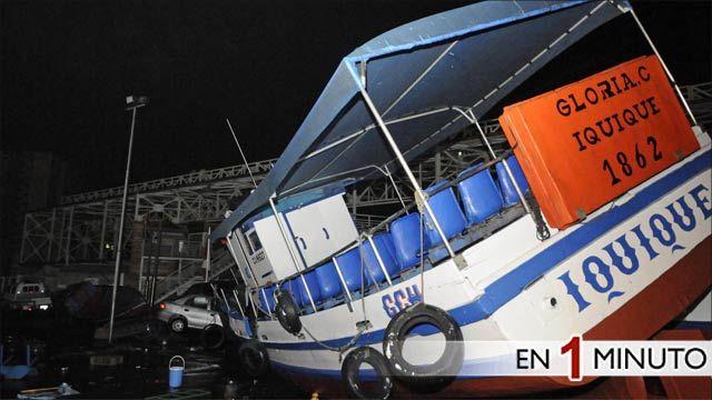 Barco en la costa de Iquique luego del tsunami