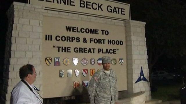 У ворот военной базы в Форт-Худе