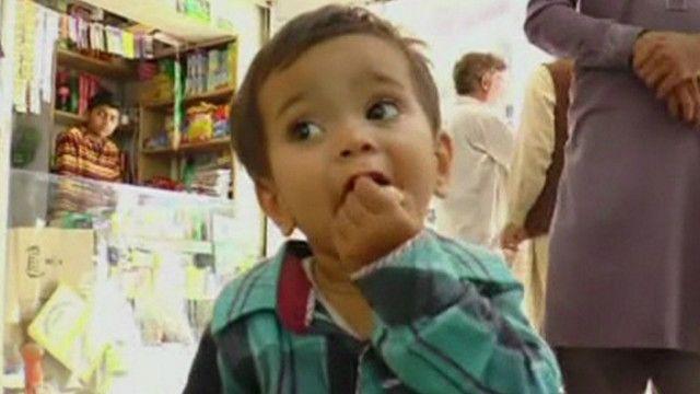 bebê de nove meses enfrenta acusação no Paquistão