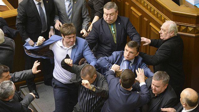 Pelea entre diputados ucranianos
