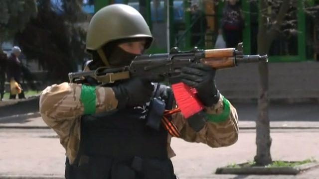 Вооруженный активист в Славянске