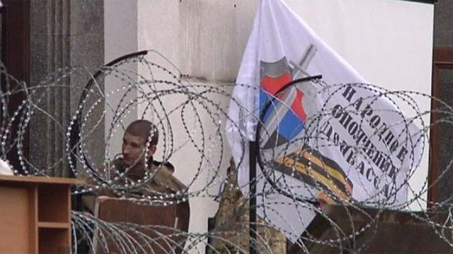 Баррикада у здания областной администрации в Луганске