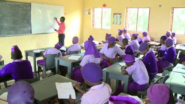 sala de aula na Nigéria | BBC