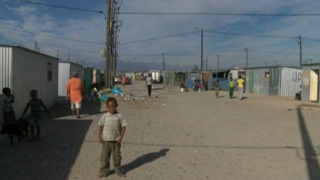 Cidade de lata na África do Sul não teve melhorias com a Copa (BBC Brasil)