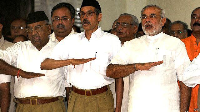 आरएसएस के कैंप में नरेंद्र मोदी