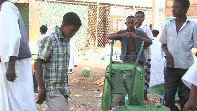 عمال سودانيون