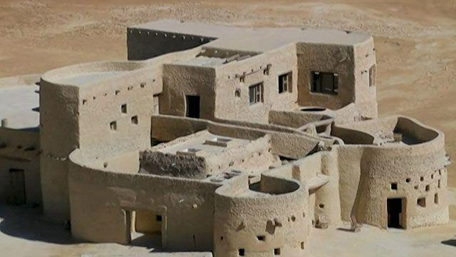Hotel fica no Vale de Siwa, a cerca de 700 km da capital, Cairo (BBC)