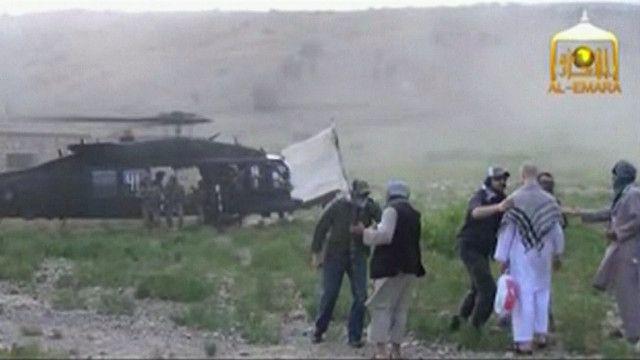عملية تسليم الجندي الأمريكي إلى قوات بلاده