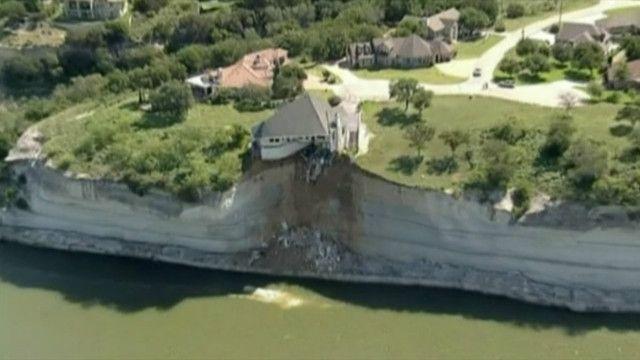 В Техасе дом завис над пропастью