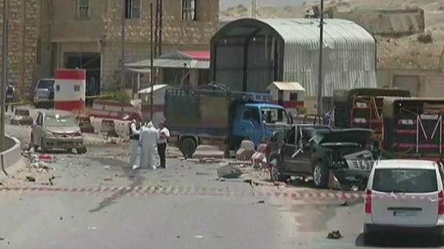 موقع الانفجار في طريق بيروت دمشق الدولي