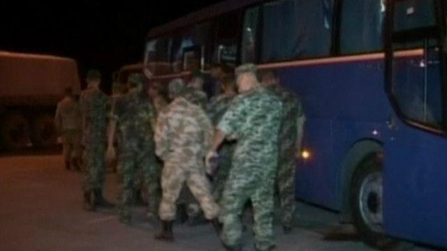 Украинские военные возвращаются из России