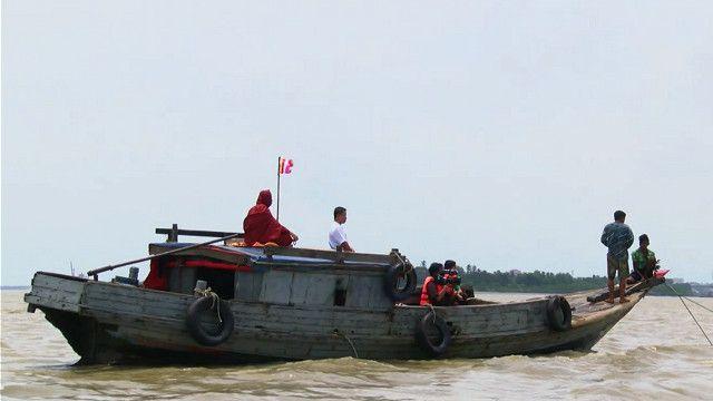 سفينة في نهر في ميانمار قريب من العاصمة يانغون