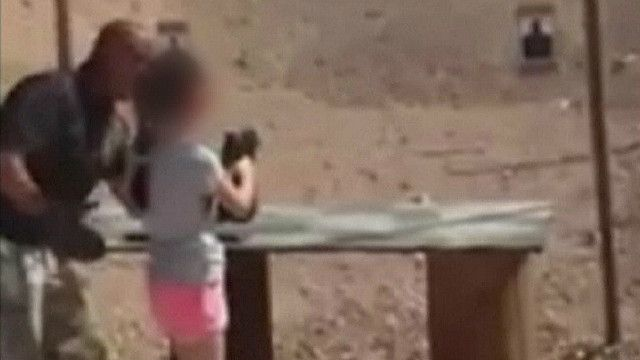 Niña le dispara por error a su instructor en Arizona, EE.UU.