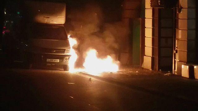 Explosión en acera de Londres al lado de un camión.
