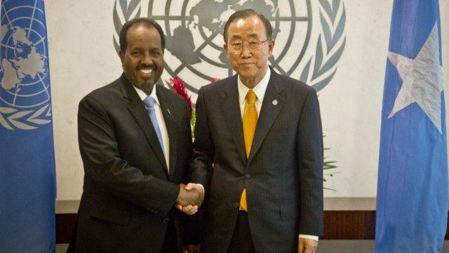 Rais wa Somalia Hassan Sheikh Mohamoud akiwa na katibu mkuu wa umoja wa mataifa Ban Ki Moon