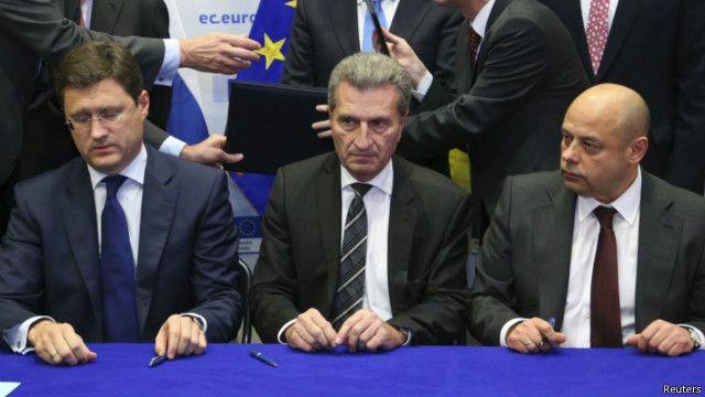 Министр энергетики России Александр Новак (слева), еврокомиссар по энергетике Гюнтер Эттингер (в центре), министр энергетики Украины Юрий Продан (справа)