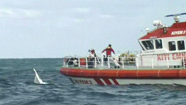 قارب تركي خلال عملية انقاذ