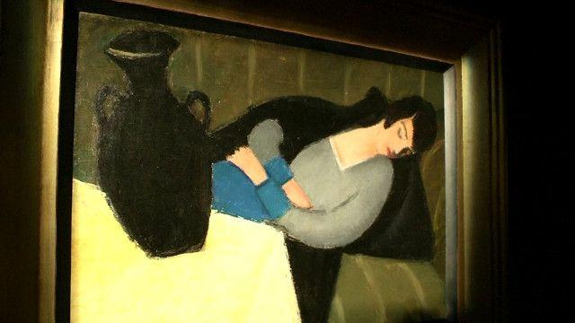 لوحة السيدة النائمة والإناء الأسود