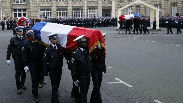 پیرس حملے میں مرنے والوں کی آخر رسومات