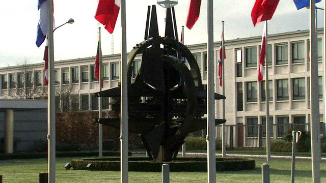 НАТО вырабатывает новую стратегию из-за ситуации на Востоке Украины