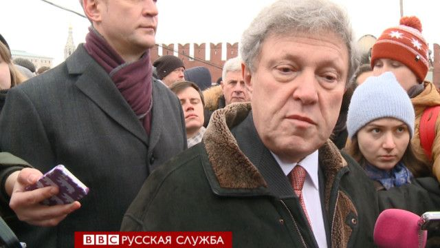 Григорий Явлинский на месте гибели Немцова