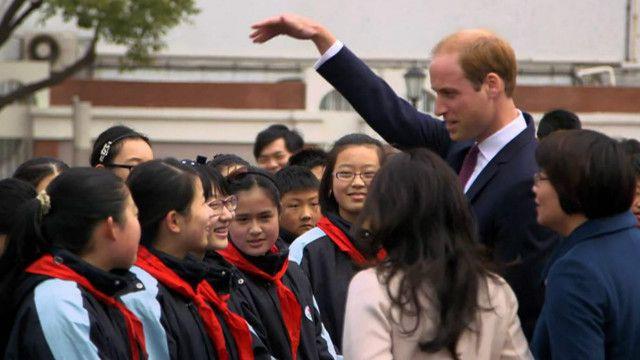 威廉王子與上海學生聊天
