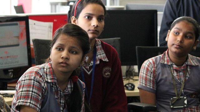 भारत की स्कूली लड़कियाँ बीबीसी दिल्ली दफ़्तर में