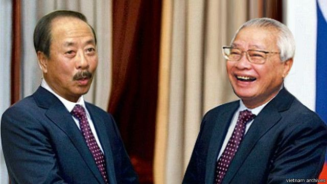 Ông Nguyễn Cao Kỳ và ông Võ Văn Kiệt (phải)