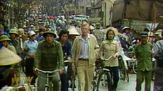Phóng viên BBC Brian Barron, người đã có mặt tại Việt Nam ngày 30/4/1975, trở lại đây sau 10 năm, 1985