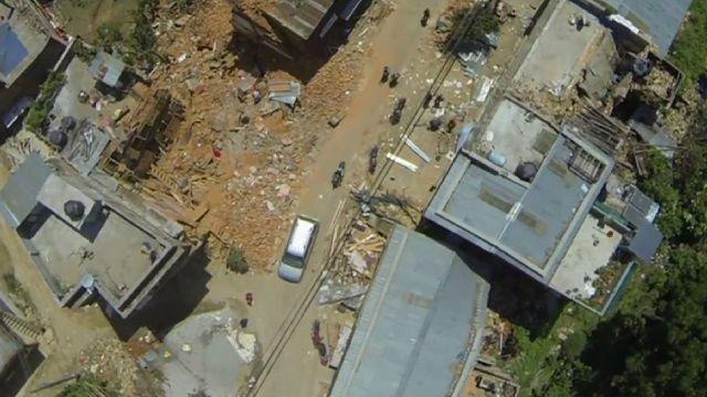 Hình ảnh video từ trên không gần tâm trận động đất mạnh 7,8 độ tại Nepal