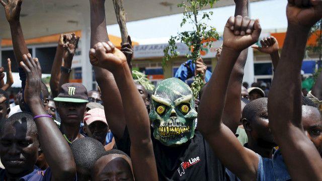 Raia wa Burundi wakiwa katika moja ya mitaa ya nchi hiyo