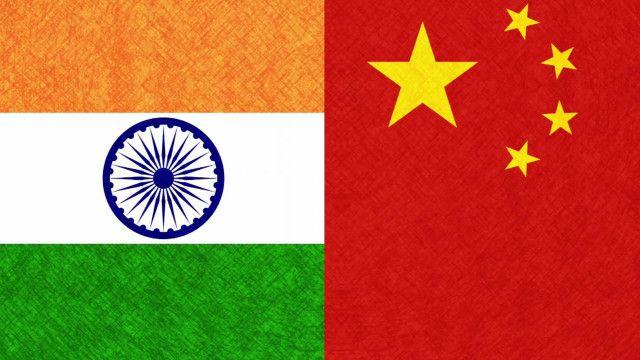 Cờ Ấn Độ và Trung Quốc
