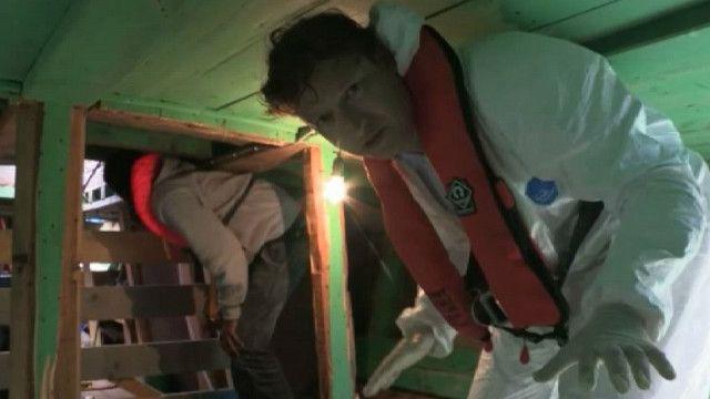 Гэбриел Гейтхаус под палубой лодки мигрантов